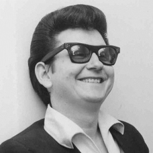 roy-orbison--essential--2up-bw-660abd1c38f8000b8e00e53a02b4a27190fb3287-s6-c30